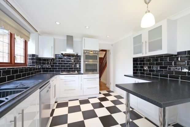 Thumbnail Detached house to rent in Cranmer Close, Weybridge
