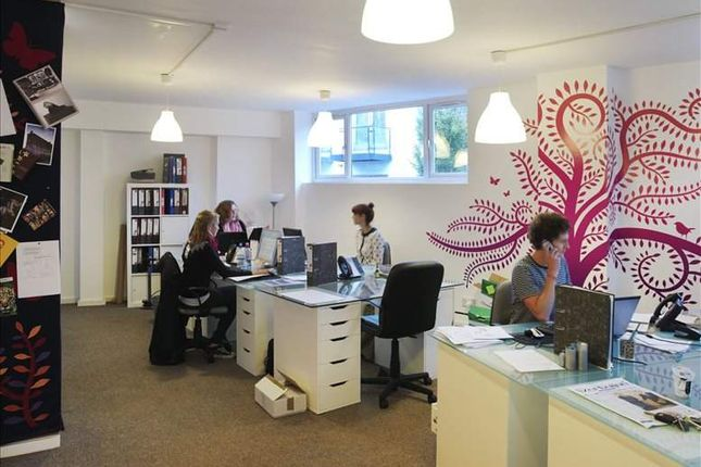 Office to let in Voltaire Road, London
