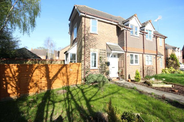 Thumbnail Property to rent in Samian Place, Binfield, Bracknell