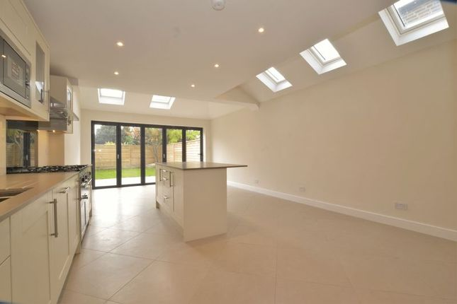 5 bed end terrace house for sale in Dundonald Road, London