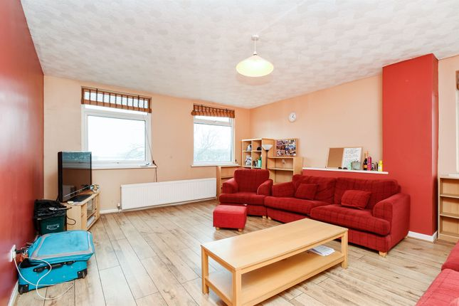 Flat for sale in Cardiff Road, Barry