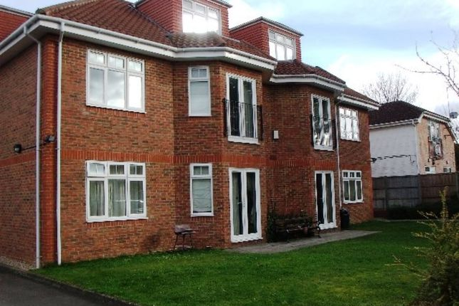 Flat to rent in Two Bedroom, Two Bathroom Apartment, Reading Road, Winnersh