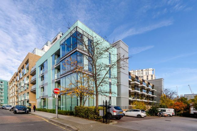 Flat for sale in Spectrum Way, Wandsworth, London
