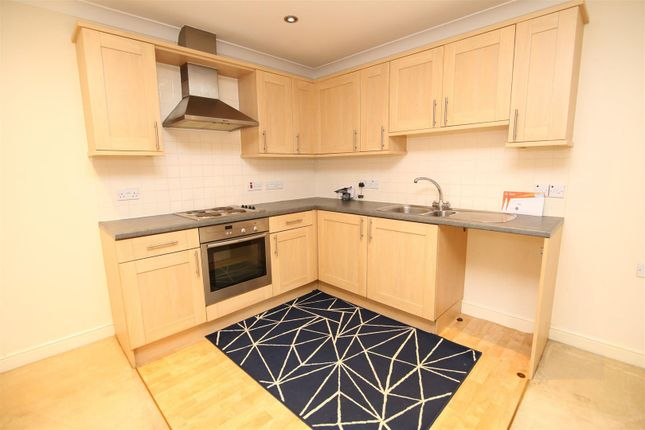 Thumbnail Flat to rent in Fairby Close, Tiverton