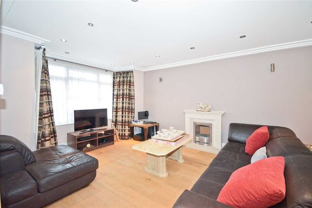 Thumbnail Detached house to rent in Summit Close, Southgate