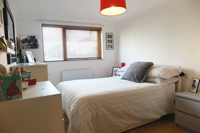 Bed-1 of Kenninghall Road, London E5