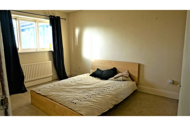 Bedroom of Alnham Court, Newcastle Upon Tyne NE3