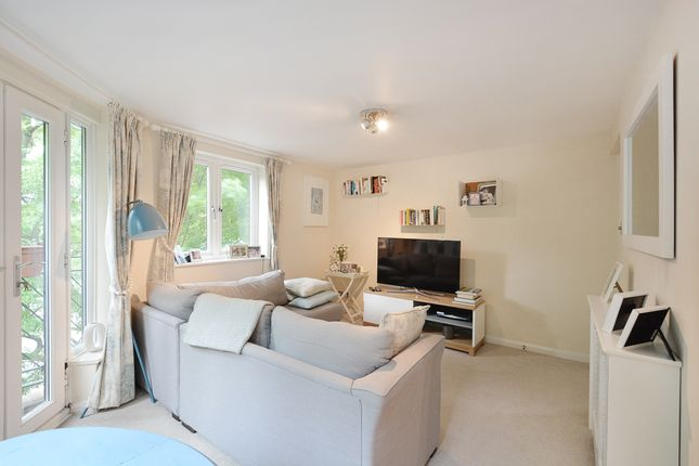 2 bed flat for sale in Brunswick Quay, London