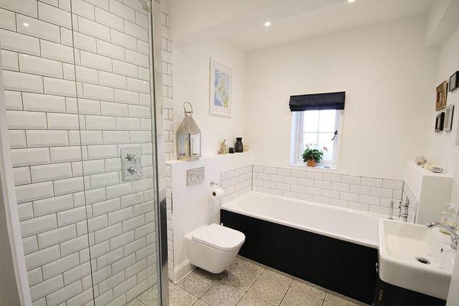 Bathroom of Darlings Lane, Pinkneys Green SL6