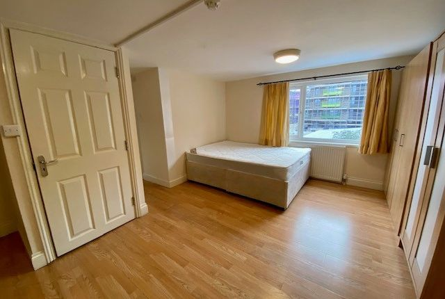 Thumbnail Studio to rent in Rookery Close, Colindale