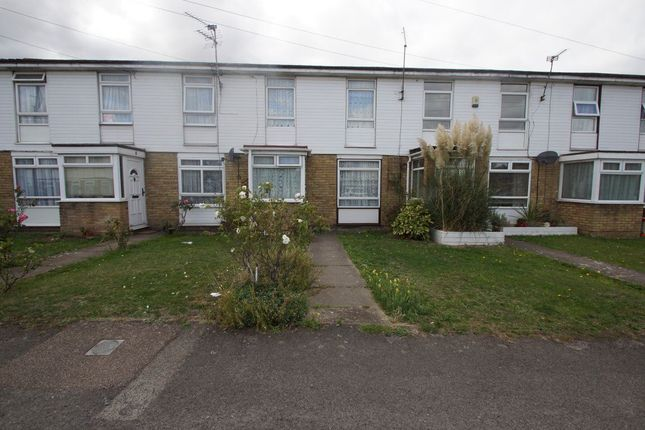 Thumbnail Property to rent in Hogarth Close, Burnham, Slough