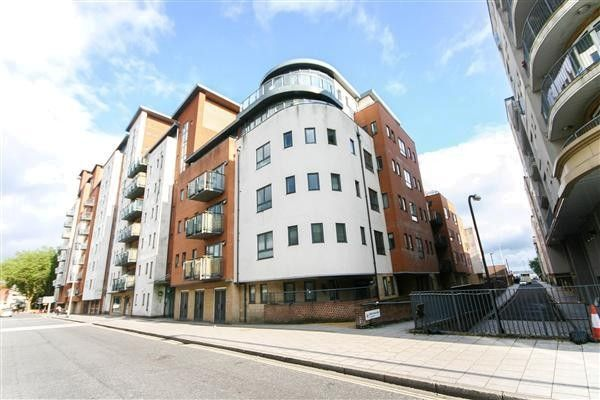 Thumbnail Flat to rent in Oceana Boulevard, Lower Canal Walk, Southampton