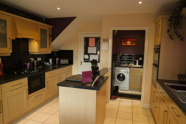Thumbnail Detached house for sale in Mansfield Road, Clipstone Village, Mansfield