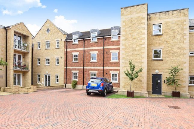 Thumbnail Flat to rent in Blenheim Heights, Witney