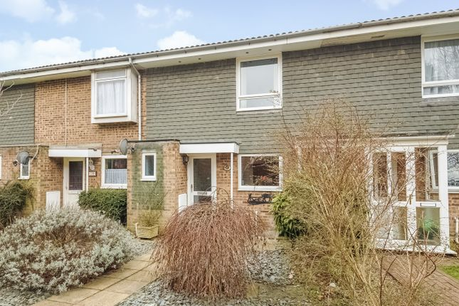 Thumbnail Terraced house for sale in Sparrowsmead, Redhill