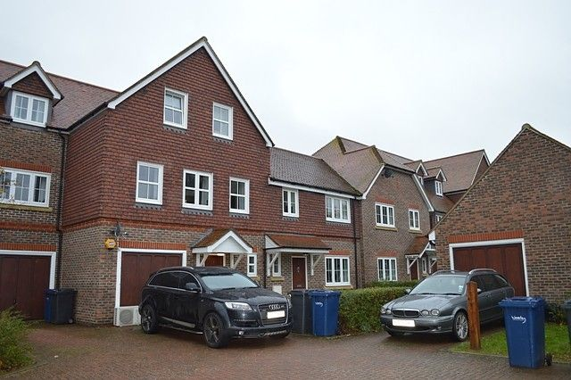 Thumbnail Property for sale in Reris Grange Close, Milford, Godalming