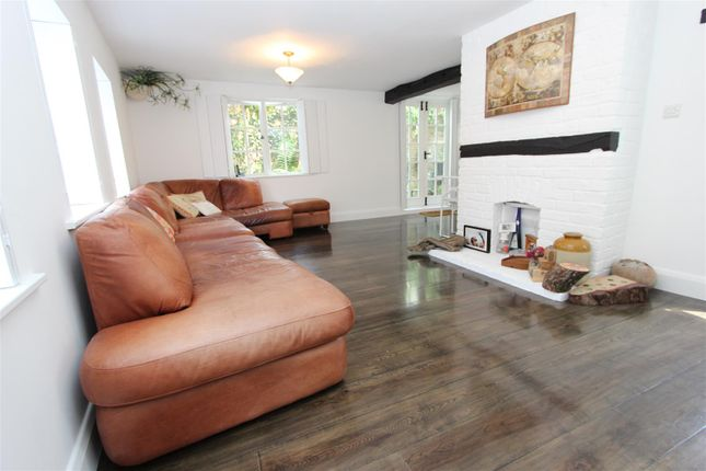 3 bed end terrace house for sale in Royal Oak Cottage, High Street, Old Town, Hemel Hempstead