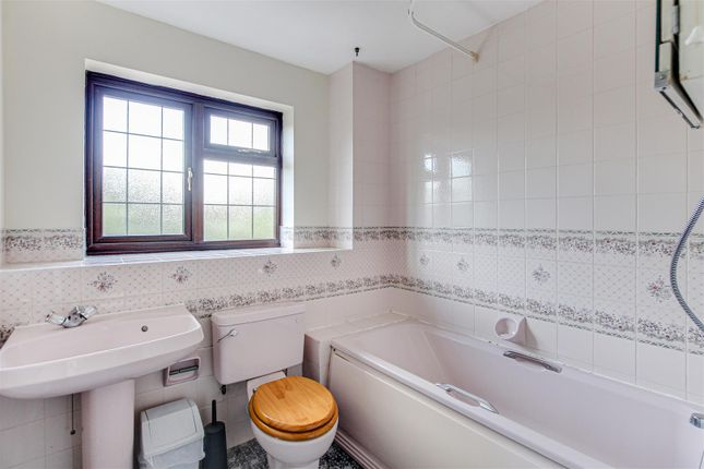 Bathroom of Fairway Drive, Burnham-On-Crouch CM0