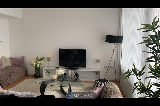 2 bed flat to rent in Woodfield Road, Altrincham WA14