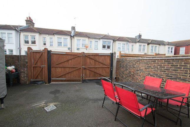 Dursley road eastbourne bn22 3 bedroom end terrace house for 50 eastbourne terrace