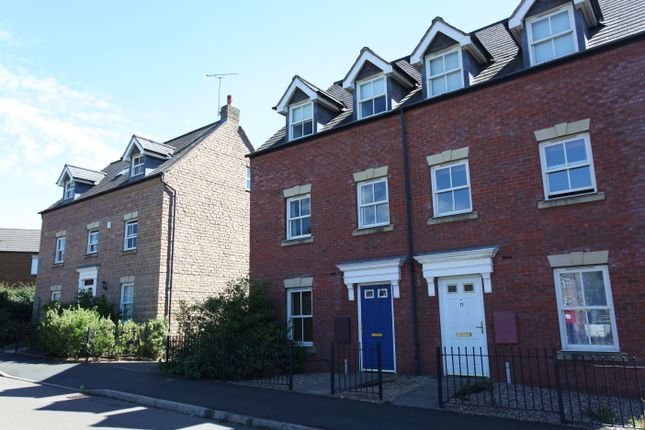 Thumbnail Town house to rent in Usher Drive, Banbury