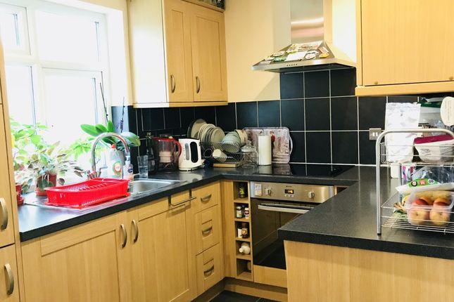 Thumbnail Flat to rent in Kingfield Road, Woking