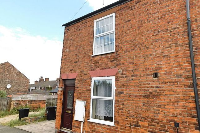 Thumbnail Flat to rent in Queen Street, Grantham