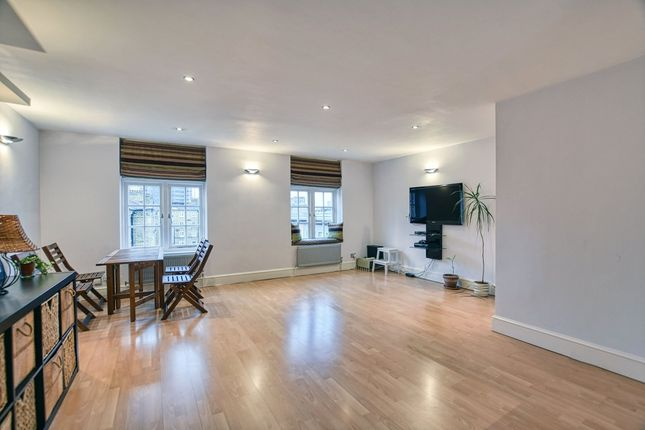 Thumbnail Flat to rent in Chequer Street, London