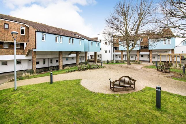 Thumbnail Flat to rent in Walton Court Centre, Hannon Road, Aylesbury