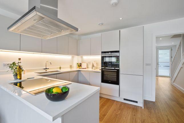 4 bedroom duplex for sale in Kilburn High Road, London