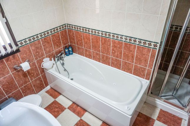 Bathroom of Southam Close, Birmingham B28