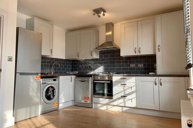 Thumbnail Flat to rent in Forest Drive East, London