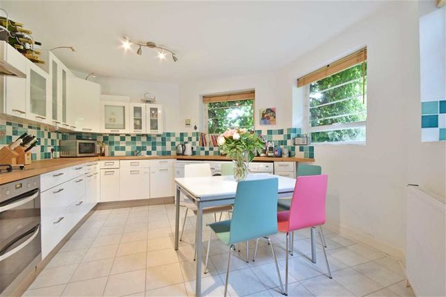 Flat for sale in Christchurch Avenue, Brondesbury Park, London