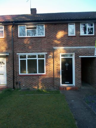 Thumbnail Terraced house for sale in Blackmore Cres, Woking