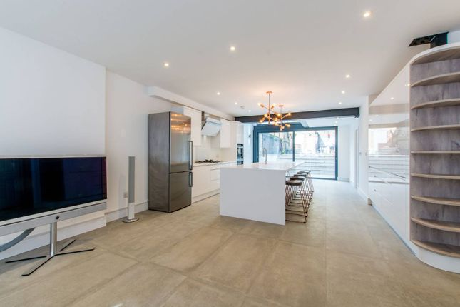 Thumbnail Property to rent in Grafton Square, Clapham Old Town