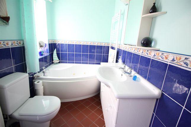 Bathroom of Ring Road, Halton, Leeds LS15