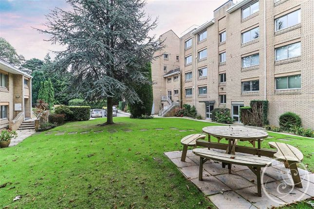 3 bed flat for sale in West Court, Roundhay LS8