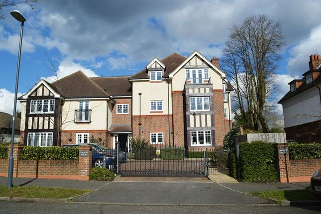 Thumbnail Flat to rent in The Avenue, Hatch End, Pinner