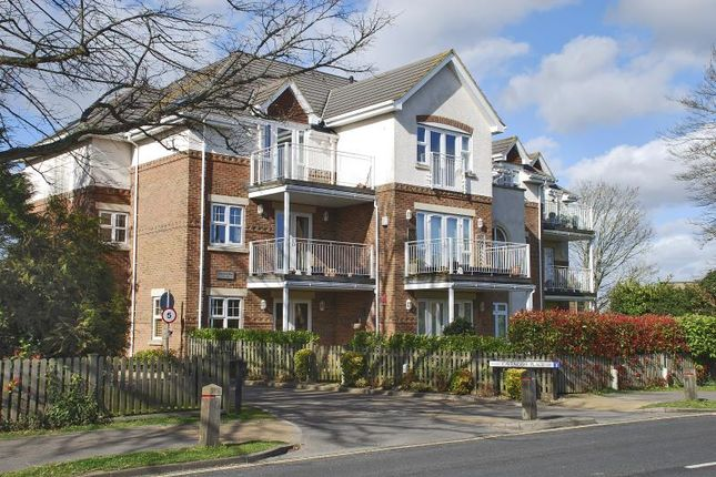 Thumbnail Flat to rent in Lymington, Hampshire