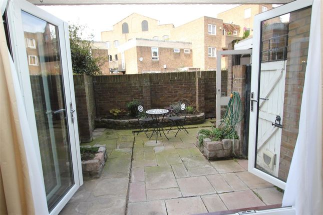 Thumbnail Flat to rent in St Katherine Way, South Quay Estate, Wapping