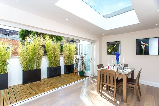 4 bed property to rent in Hannell Road, London SW6