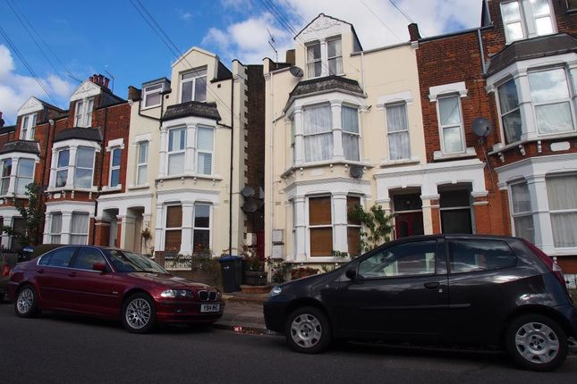 Thumbnail Flat for sale in Park Avenue, Palmers Green, 5Pf
