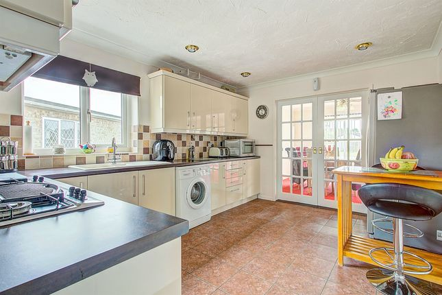 Thumbnail Detached bungalow for sale in Windsor Close, Chatteris
