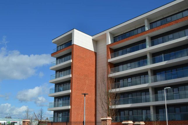 Thumbnail Flat to rent in Southmead House, Newbury Racecourse, Newbury