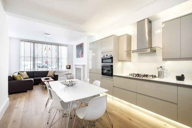 Thumbnail Maisonette to rent in Charlton Place, London
