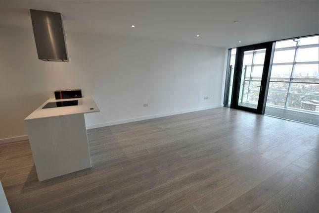 Thumbnail Flat to rent in Goodwin Street, London