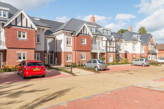 Thumbnail Flat for sale in Blossomfield Road, Solihull