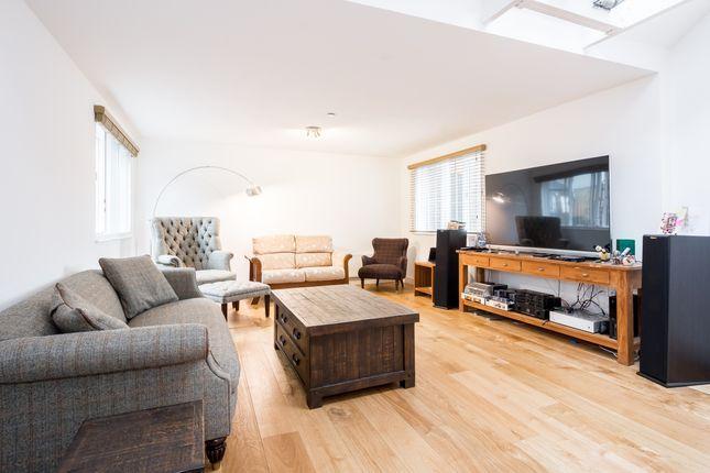 Thumbnail Flat to rent in Widegate Street, London