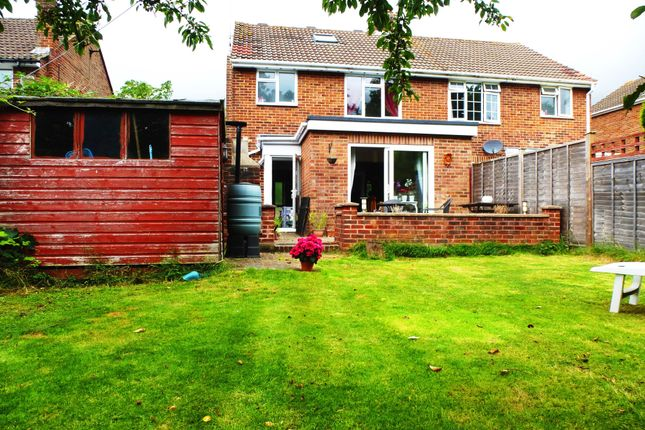 3 bed property to rent in Grove Road, Burgess Hill