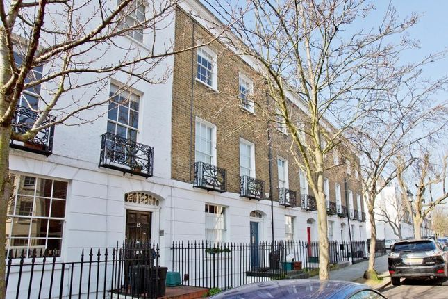 Thumbnail Maisonette for sale in College Cross, London